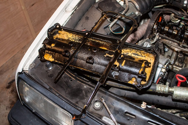 Having Engine Problems? Here is 12 Major Engine Problems and Causes Listed as Engine fails, Stops , Smokes, Misfiring, Hissing, Knock,Back fire & Over heat.